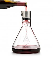 Wine Accessories & Decanters: Personalized Decanter with Aerator